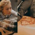 Grazi Massafera faz tatuagem em homenagem à Nossa Senhora Aparecida